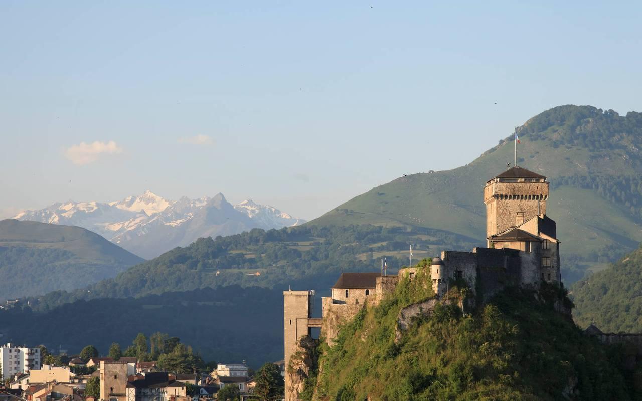 Fortified castle, Lourdes activities, Hôtels Vinuales