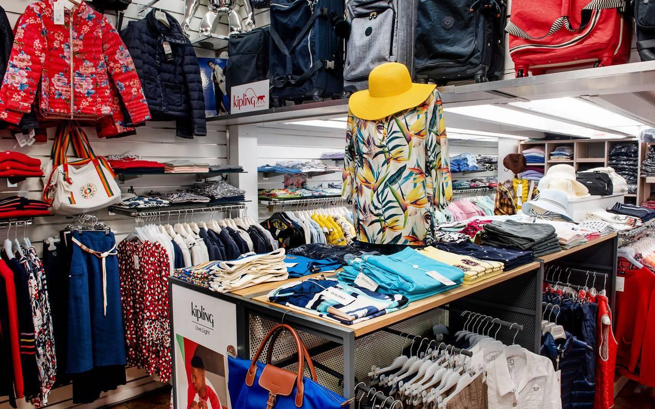 Boutique de vêtements pour chaque saison de l'année, hotel lourdes avec parking, Hôtel Saint-Sauveur.