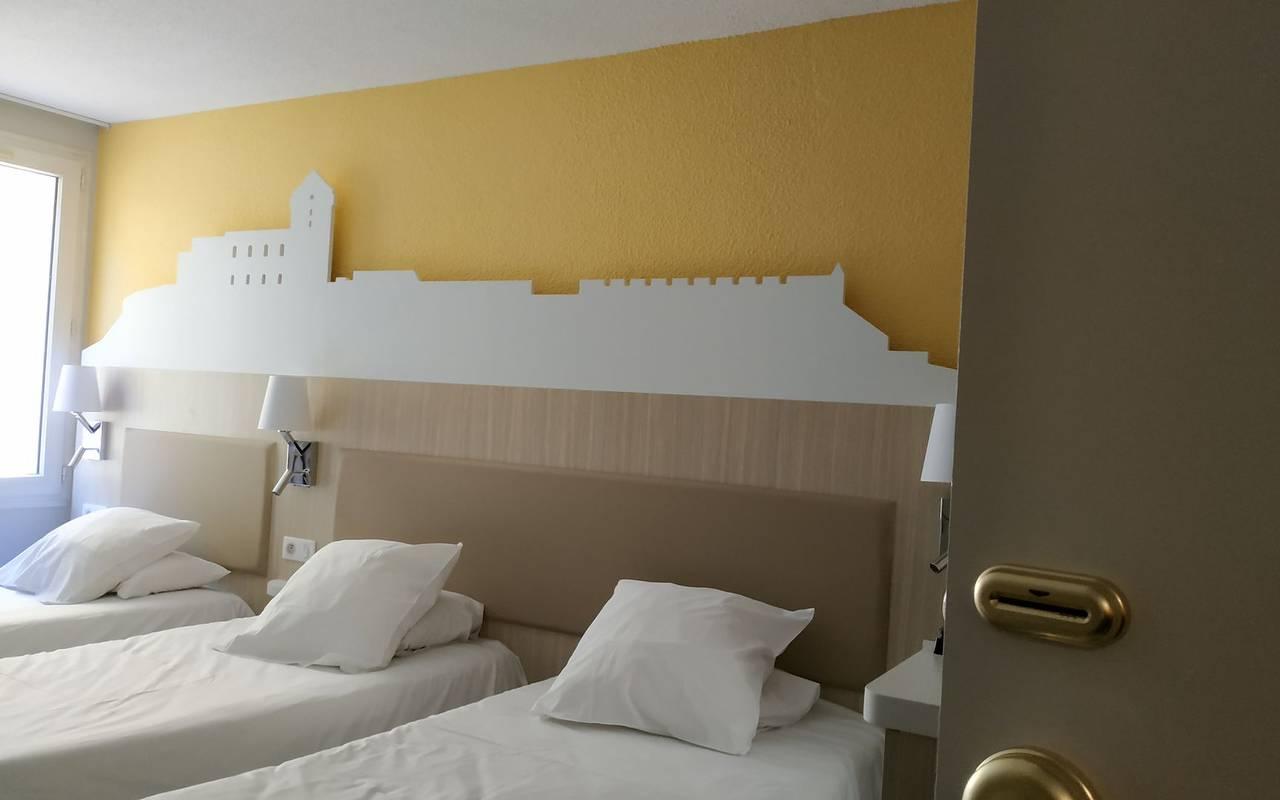 Chambre triple avec 3 lits simples, hotel lourdes avec parking, Hôtel Saint-Sauveur.
